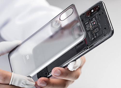 Xiaomi Mi 8 Explorer Edition với thiết kế mặt lưng trong suốt.