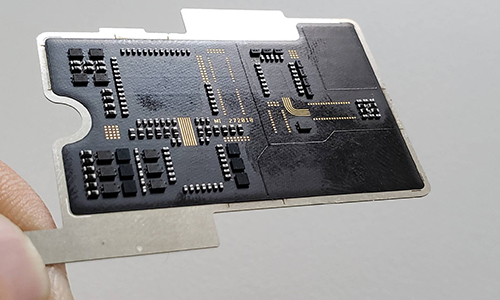 Bo mạch mà người dùng nhìn thấy phía sau Mi 8 Explorer Edition thực chấtnằm trên một bảng riêng.