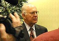 Tiến sỹ Moore đã có trong tay bản gốc tạp chí lần đầu tiên đăng bài viết về định luật của ông.