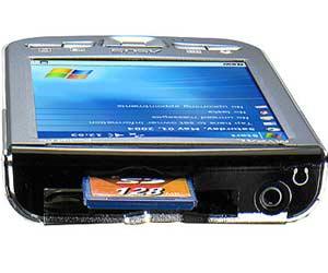 Bạn có thể nhét thẻ Wi-Fi vào khe cắm thẻ nhớ SD.