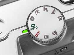 Nút chọn chế độ nằm ở vị trí giáp ranh giữa mặt phẳng đỉnh máy và mặt sau.