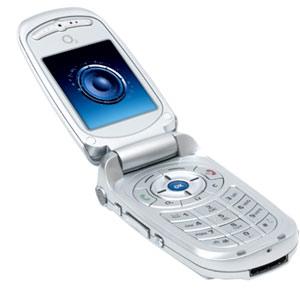 O2 XM có hình dáng giống điện thoại gập Samsung hay LG.