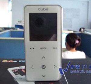 Cube T8 đối thủ của iPod Nano.