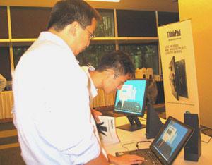ThinkPad Z60m và Z60t tại buổi ra mắt ở Singapore.