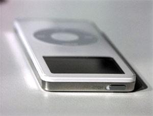 iPod Nano có màn hình chóng xước.