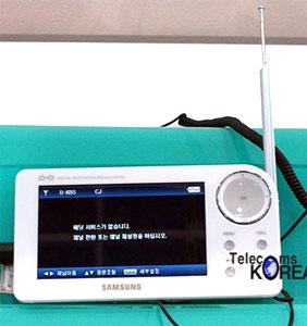 DMA-T750 màn hình rộng 7 inch. Ảnh: Mobilemag.