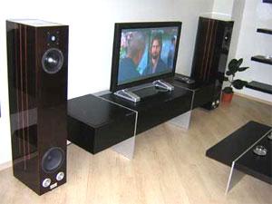 TV lớn hợp với phòng nghe lớn, khoảng cách ngồi nghe cũng phải phù hợp. (Home-highend)