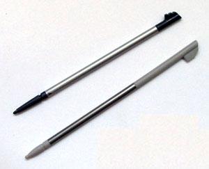 Bộ sản phẩm có hai bút để dùng với màn hình cảm ứng. Ảnh: Mobile-review.