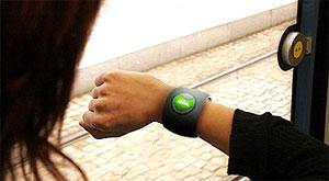 Đồng hồ đeo tay biết nghe và gọi. Ảnh: Mobilemag.