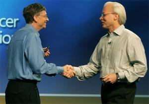 Chức danh Kiến trúc sư trưởng của Microsoft hiện thuộc về Ray Ozzie (phải). Ảnh: Boston.