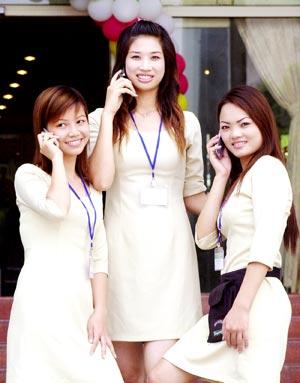 Thị trường điện thoại di động Việt Nam ngày càng cạnh tranh, cả về sản phẩm lẫn dịch vụ.