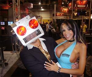 Các tiến bộ công nghệ và ngành sản xuất nội dung sex có sự gắn kết với nhau. Ảnh: Destructoid.