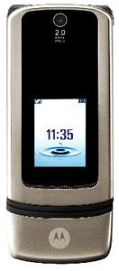 Motorola K3 thiết kế nhỏ và dài. Ảnh: Mobile-review.