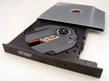 Ổ HD DVD đã được tích hợp vào 4 mẫu laptop mới của Toshiba. Ảnh: Slipperybrick.