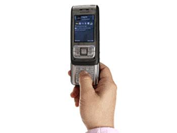 Nokia E65 phong phú về kết nối. Ảnh: Cnet.