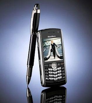 BlackBerry Pearl 8100 thừa hưởng tính năng e-mail mạnh mẽ của dòng BlackBerry. Ảnh: Dancewithshadows.