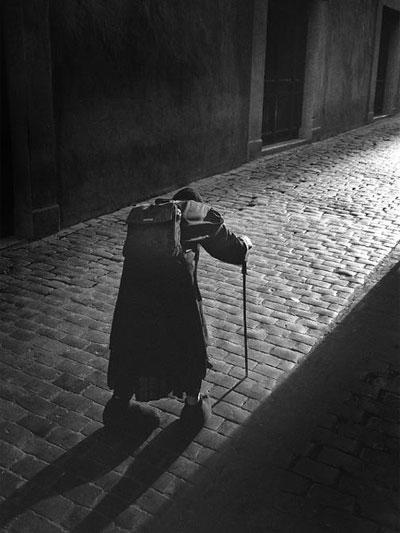 Góc khuất thành Rome. Tác giả: Micheal Ging. Máy: Contax G2, ống kính Contax G Biogon 28/2.8, phim Kodak 135. Địa điểm: Rome, Italy.