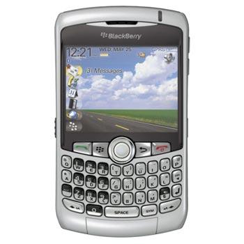 BlackBerry Curve 8300 trở lại thiết kế truyền thống. Ảnh: Phonearea.
