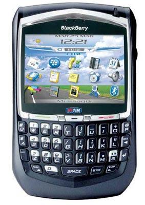 8700g thiết kế đặc trung của BlackBerry. Ảnh: Pianetacellulare.