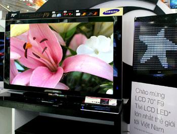 Samsung F9 đã có mặt tại Việt Nam nhưng mới chỉ có 1 chiếc duy nhất. Ảnh: Samsung Vina.