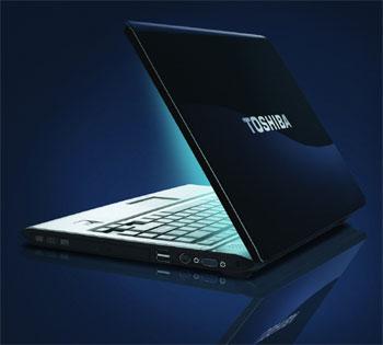 Toshiba Satellite M200 được trang bị cả webcam và điều khiển từ xa. Ảnh: PC Home.