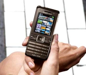 Điện thoại chụp hình K770i. Ảnh: Slashgear.