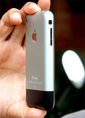iPhone hiện có mặt tại Việt Nam theo con đường không chính thức. Ảnh: Hoàng Hà.