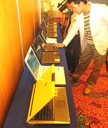 Vũ khí chính của laptop Asus sẽ là chất lượng, dịch vụ và mẫu mã sản phẩm. Ảnh: A.L.
