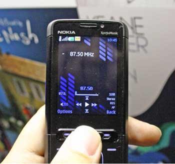 Giao diện nghe nhạc của 5610 chưa ấn tượng. Ảnh: Cnet.