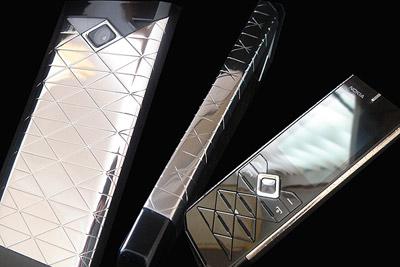 Nokia 7900 bạch kim của Goldtriker. Ảnh: Goldtriker.
