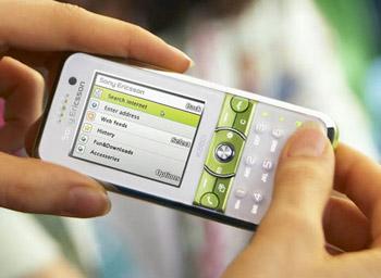 Sony Ericsson K660i với các phím bấm tắt chụp ảnh chuyên dụng. Ảnh: Letsgodigital.