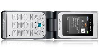 Máy có bàn phím số và các nút bấm điều khiển rộng rãi. Ảnh: Sony Ericsson.