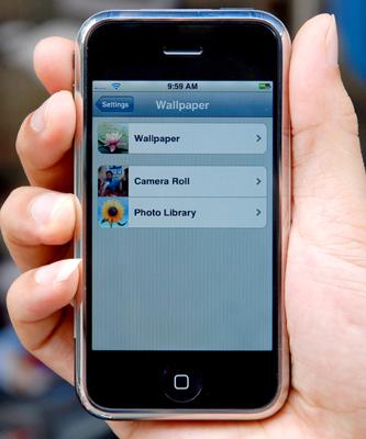 iPhone vắng bóng trên nhiều cửa hàng điện thoại. Ảnh: Hoàng Hà.
