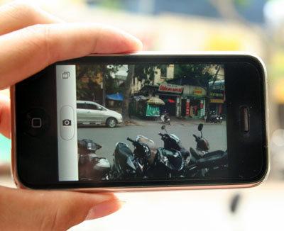 iPhone 3G có thời gian sử dụng pin ngắn hơn Omnia. Ảnh: Quốc Huy.