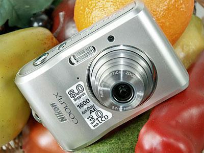 Nikon Coolpix L-series là dòng máy ảnh du lịch giá rẻ. Ảnh: Cnet.