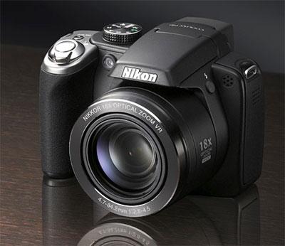 Nikon Coolpix P80 có thân hình 'hầm hố' như máy DSLR. Ảnh:Letsgodigital.