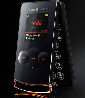Sony Ericsson có thiết kế gập chắc chắn hai màn hình. Ảnh: Cnet.