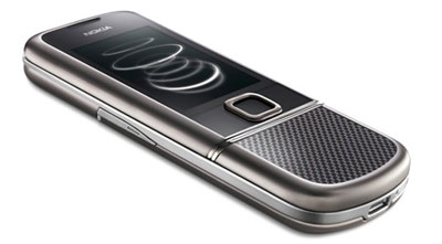 8800 Carbon Arte có lớp vỏ bằng sợi carbon. Ảnh: Engadget.