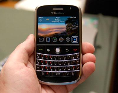 Bold kế thừa bàn phím QWERTY kiểu BlackBerry.