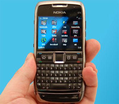 Đây là smartphone chạy hệ điều hành Symbian.