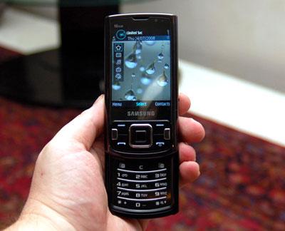 Điện thoại có camera chụp hình 8 Megapixel.