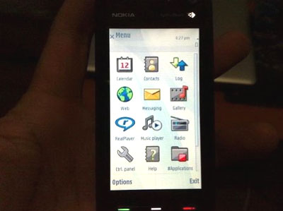 Nokia 5800 Tube có màn hình cảm ứng rộng. Ảnh: Gizmodo.