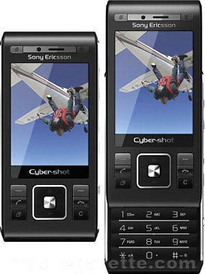 C905 có trọng lượng lên tới 136 gram nhưng cầm tay rất thích. Ảnh: New-cell phone.