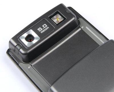 G600 là điện thoại 5 Megapixel với đèn flash. Ảnh: Cnet.