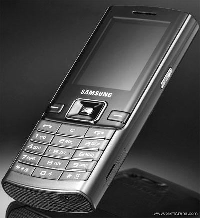 Samsung D780 màu đen. Ảnh: GSMarena.