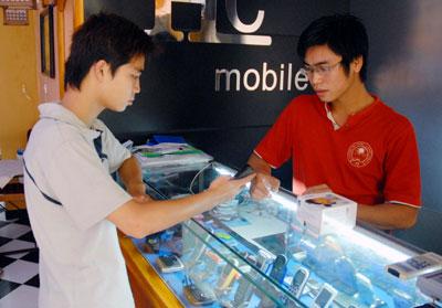 Người dùng nên chọn các cửa hàng uy tín để mua. Ảnh: Hoàng Hà.