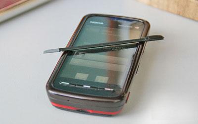 Đây là chiếc smartphone đầu tiên của Nokia có màn hình cảm ứng. Ảnh: Mobile-review.