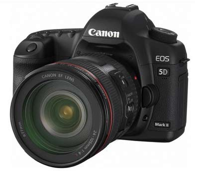 Canon EOS 5D Mark II được trang bị cảm biến full-frame độ phân giải 21,1 Megapixel, là chiếc DSLR đầu tiên có khả năng quay video Full HD. Ảnh: Engadget.