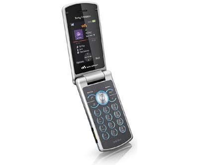 Sony Ericsson W580 có thiết kế nắp gập. Ảnh: Mobileburn.