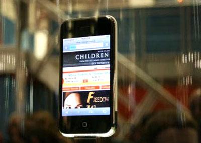 iPhone mỏng hơn Palm Pre. Ảnh: Gizmodo.